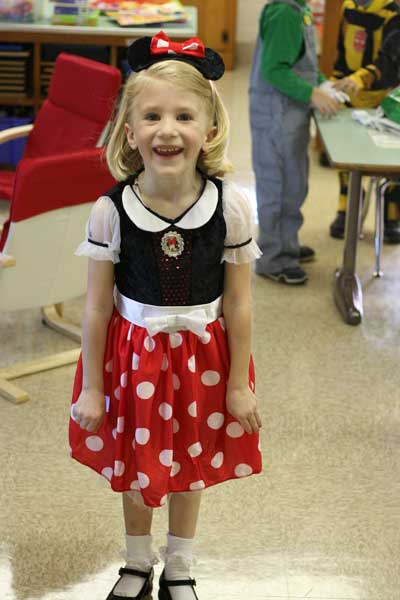 Zo-as-minnie-mouse-08