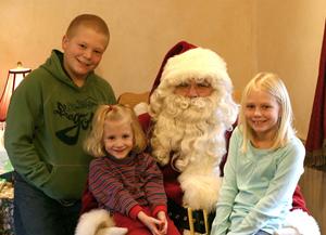 Santa_and_the_kids